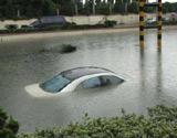 温州积水轿车被淹