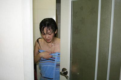 扮演刚洗澡后出门-电影学院美女毕业生为圆梦网上互动真人秀