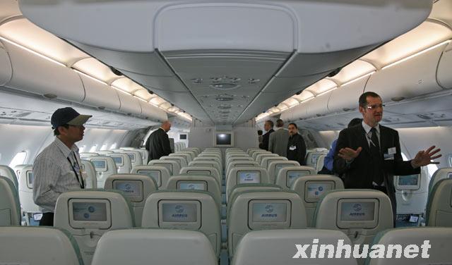 首架空客A380客机交付新加坡航空公司