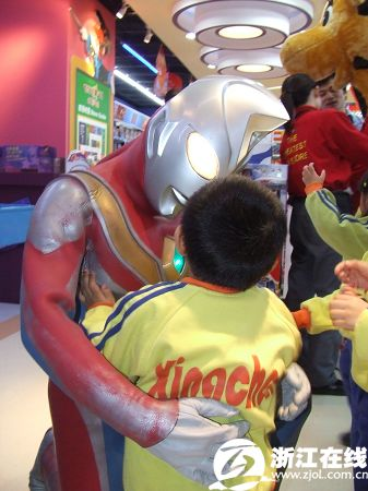 英雄 姜军平/奥特曼说,浩浩,你有一个像我这么正义伟大的爸爸!...