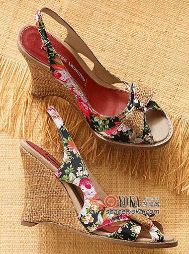 今年夏天,流行坡跟凉鞋