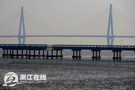 大桥给嘉兴港带来新机遇