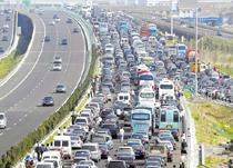 杭州湾跨海大桥通车首日 万千市民驾车争睹风景
