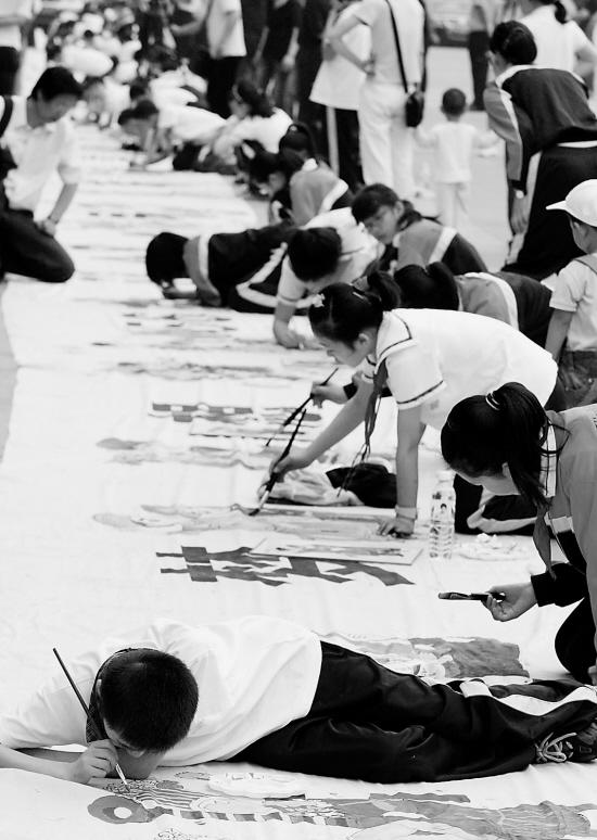 """同一个梦想——56个民族喜迎奥运少儿布画描绘展示""""活动在杭州和"""