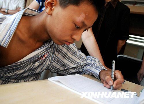 练习左手写字