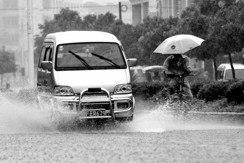 入梅后首场暴雨袭禾城