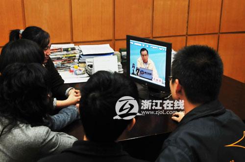 滨江高新区管委会集体看直播