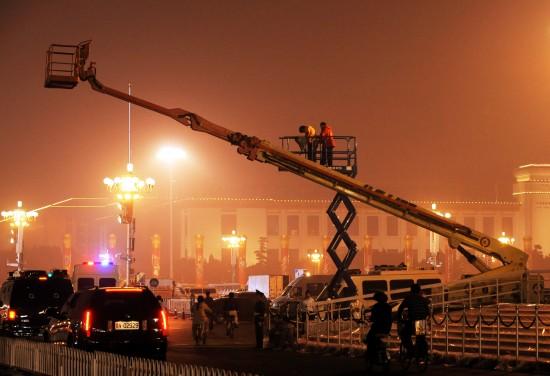组图:国庆庆典相关部门在天安门广场布置场地