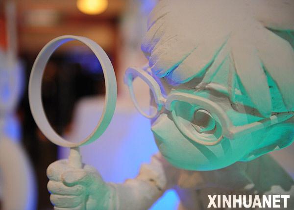 ...漫画人物雕塑.在日本著名漫画《名侦探柯南》作者青山刚昌的...