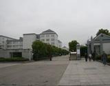 积家东侧隔浦沿路相望的浙江中医学院