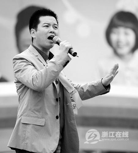 赵志刚在表演越剧《沙漠王子》.-浙江新闻