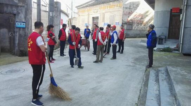 上街清扫,保持环境整洁。