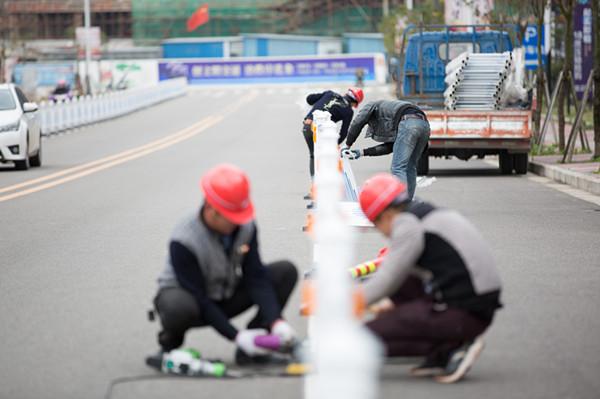 规划9号 交通隔离设施安装。
