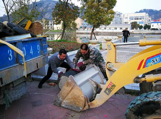 健跳琴江公园乱堆放清理,还百姓一个清洁、美丽、健康的休闲娱乐场所。