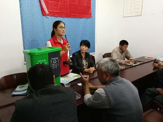 组织村民垃圾分类知识竞赛。