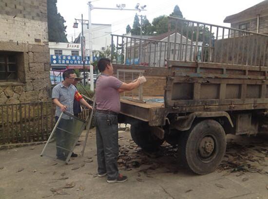 本次集中整治活动持续时间为一天,共清除路边卫生死角20余处,拆除违章建筑3处,清理建筑垃圾7处,清理各类垃圾150余吨。