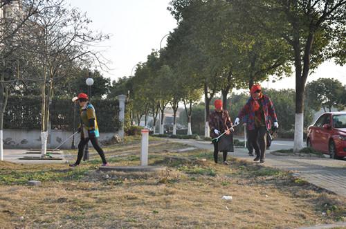 """2月16日,由钱湖丽园社区发起的""""党建促共建 党员在行动""""环境整治活动。"""
