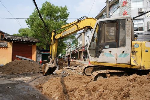 中马路改造工程。