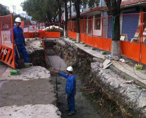 咸祥中路管线下埋。